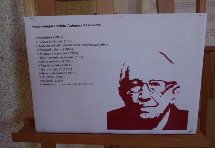 Wystawa na temat Tadeusza Różewicza.